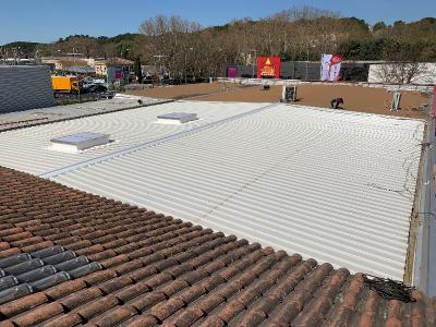 Rénovation de couverture bardage acier isolée pose de lanterneaux a Aix les milles
